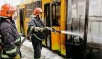 Троллейбус с пассажирами воспламенился и сгорел дотла в центре Тернополя
